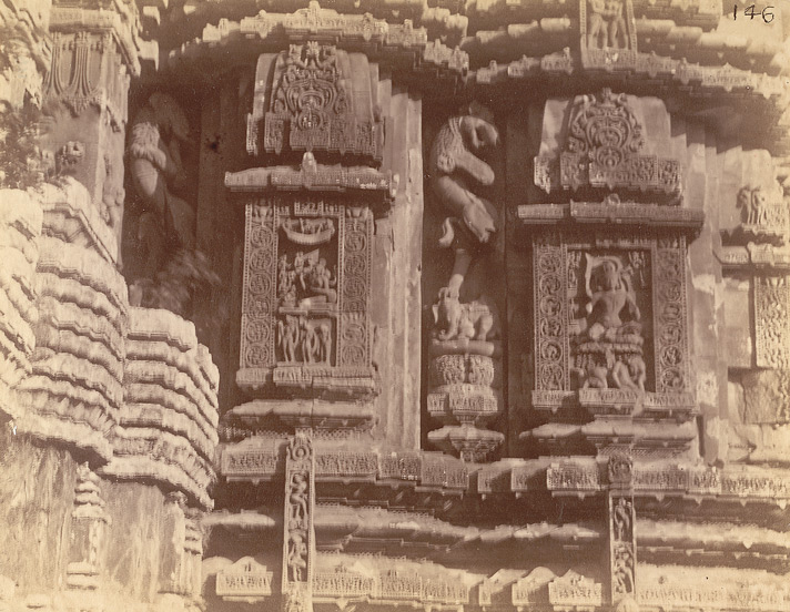 View of two sculptural niches south of the statue of Karttikeya, on the façade of the sanctuary of the Rajalinga Temple, Bhubaneshwar